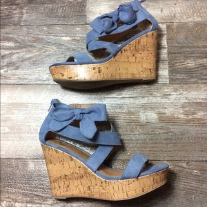 Report wedge light blue with bow on side 9W